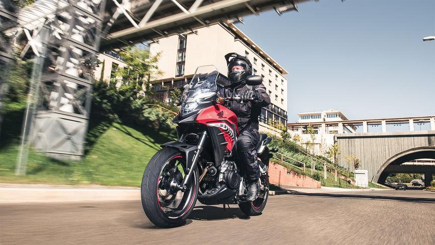 Alugue uma Honda CB500X ABS em Lisboa
