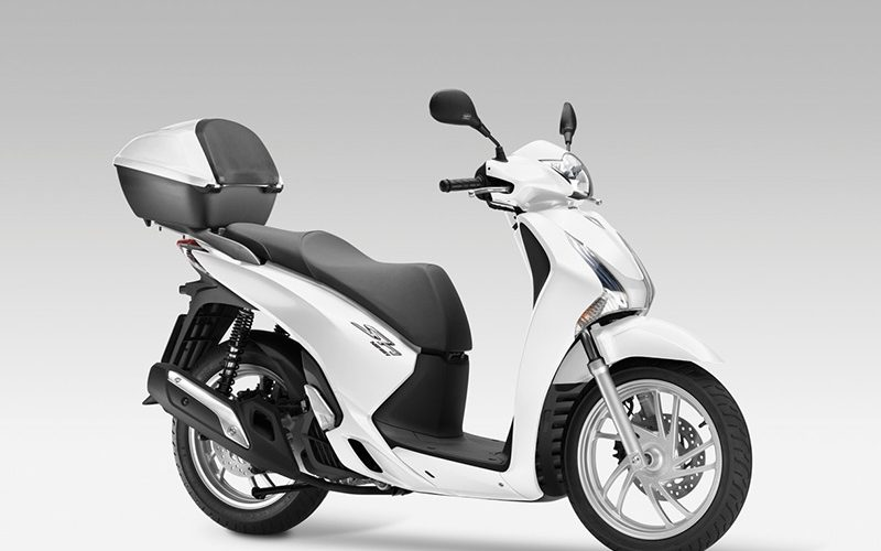 Rent a Executive Scooter Honda SHi 125cc and discover Lisbon